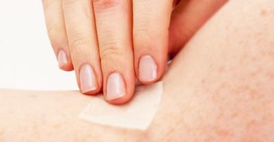 Un correcto aseo del estoma con solución salina, previene la propagación de infecciones