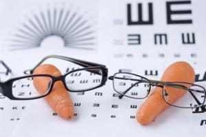 Existe el mito que el consumo de zanahoria en grandes cantidades ayuda a mantener una visión saludable.