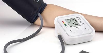Los monitores de presión digitales de brazo favorecen la medición de la presión arterial en el lugar que el paciente se encuentre