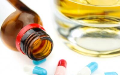 El consumo excesivo de alcohol y ciertos fármacos contribuyen al desarrollo de la cirrosis hepática
