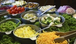 Tanto la falta de alimentos, como el exceso de ellos es perjudicial para la salud.