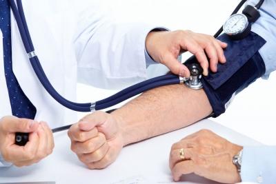 Los riñones filtran la sangre del aparato circulatorio y eliminan los desechos.