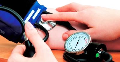 Los pacientes detectados con hipertensión, deben controlar su presión tres veces al día