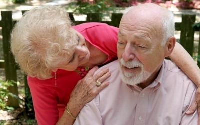 La demencia afecta sobre todo a las personas de edad avanzada. El 20% de los adultos mayores de más de 80 años padece demencia