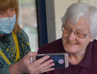 Adultos mayores: ¿cómo ayudarlos a minimizar los efectos de la cuarentena?